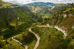 Canyons secs autour de volcan de Quilotoa en Equateur Image stock