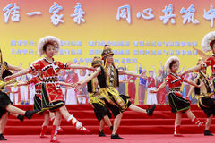 Canzone di minoranza di Gaoshan e ballo tradizionali - verde dell'alta montagna Fotografia Stock Libera da Diritti