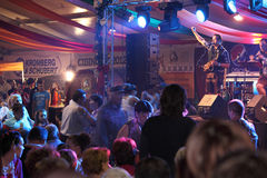 Canzoni tedesche e danzatori felici a CibinFest, Sibiu Immagini Stock Libere da Diritti