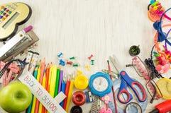 Caos creativo de las herramientas por nuevo año escolar Fotos de archivo