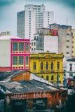Caos visivo colourful urbanistico della metropoli Fotografia Stock Libera da Diritti