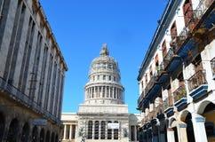 CapÃtulo - weißes Haus in Havana, Kuba Stockbild