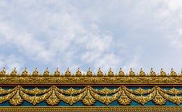 Capítulo con el modelo tailandés de la pared del arte en el templo de Tailandia Imagen de archivo libre de regalías