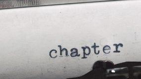 Capítulo 1 Datilografado em uma máquina de escrever velha do vintage filme