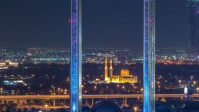 Cap?tulo de Dubai con la mezquita de Zabeel Masjid iluminada en el timelapse de la noche metrajes