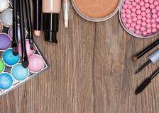 Capítulo de los diversos productos de maquillaje con el espacio de la copia imágenes de archivo libres de regalías