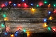 Capítulo del adorno colorido en el tablero de madera Imágenes de archivo libres de regalías