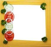 Capítulo del espagueti, tomate, pepino Fotos de archivo libres de regalías