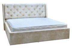 Capítulo la cama matrimonial con cuero artificial y el colchón de primavera Imagen de archivo