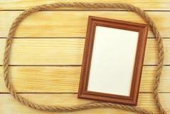Capítulo la mentira en un fondo de listones de madera Imagen de archivo libre de regalías