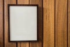 Capítulo vacío en la pared de madera, textura del fondo, con el espacio para el texto fotos de archivo libres de regalías