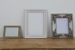 Capítulos dispuestos en la tabla de madera foto de archivo libre de regalías