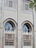 Capítulos y ventanas del edificio dubai foto de archivo