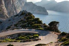 Cap在日落天空自然风景的de Formentor在北马略卡巴利阿里群岛,西班牙 库存图片