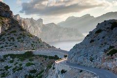 Cap在日落天空自然风景的de Formentor在北马略卡巴利阿里群岛,西班牙 免版税图库摄影