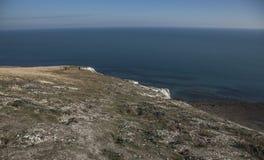 Cap Bévésiers, East Sussex - cieux bleus et eaux images stock
