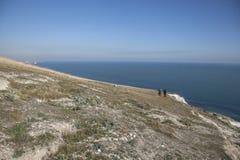 Cap Bévésiers, East Sussex - falaises blanches et cieux bleus et eaux photos libres de droits
