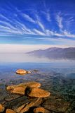 Cap Corse sob um céu dos azuis celestes Fotografia de Stock