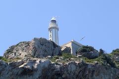 Cap d'Ordonnateur national de Cabo de phare sur la montagne de roches Images stock