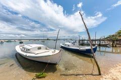 Cap Ferret, baia di Arcachon, Francia Le barche tradizionali hanno chiamato il ` dei pinasses del ` Fotografia Stock