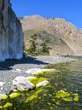 Cap Sagan-Zaba avec des pétroglyphes Lac Baikal Photo stock