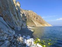 Cap Sagan-Zaba avec des pétroglyphes Lac Baikal photographie stock