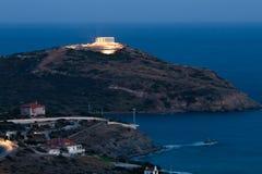 Cap Sounion, le temple de Poseidon, Attique, Grèce, temps crépusculaire Photographie stock