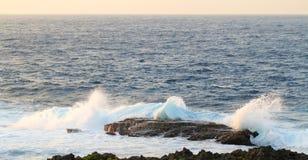 Cap Zampa, Okinawa Japan de coucher du soleil de jet d'océan images stock