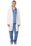 Capa blanca que lleva femenina del médico facultativo Imagen de archivo