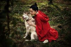 Capa con capucha roja y el lobo Imagen de archivo