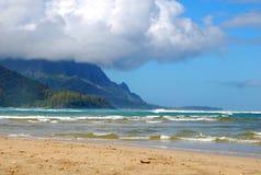 Capa de nubes en la bahía de Hanalei imágenes de archivo libres de regalías