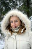 Capa del invierno de la muchacha que desgasta Imágenes de archivo libres de regalías