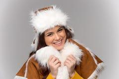 capa del invierno de la mujer que desgasta joven fotografía de archivo libre de regalías