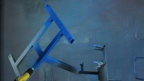 Capa del polvo de partes en la fábrica almacen de metraje de vídeo