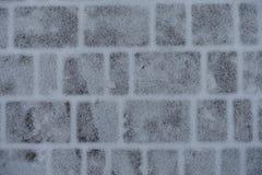 Capa delgada de la nieve en los adoquines Fotos de archivo libres de regalías
