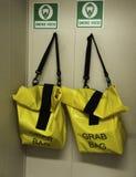 Capa do fumo no saco amarelo Fotografia de Stock Royalty Free
