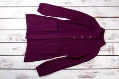 Capa púrpura del suéter Fotografía de archivo libre de regalías