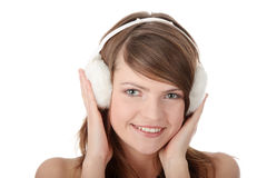 Capa protectora para as orelhas branca desgastando adolescente consideravelmente nova da menina foto de stock royalty free