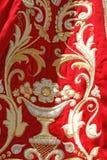 Capa virginal de oro y roja Foto de archivo