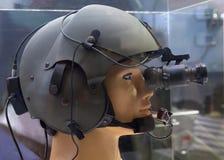 Capacete com dispositivo de visão noturna no manequim da demonstração foto de stock royalty free