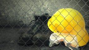 Capacete da construção e equipamento de segurança da indústria. vídeos de arquivo