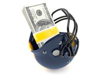 Capacete de futebol americano com dinheiro Imagens de Stock Royalty Free