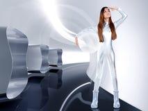 Capacete de prata futurista do vidro da mulher do astronauta Fotografia de Stock