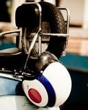 Capacete de ruído elétrico na parte traseira de um lambretta Foto de Stock Royalty Free