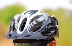 Capacete do ciclismo para a segurança Imagens de Stock