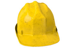 Capacete ou capacete de segurança amarelo sujo de segurança no fundo branco Foto de Stock