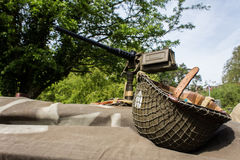 Capacete WW1 e arma montada Foto de Stock