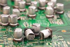 Capacitors na zieleni PCB Obrazy Royalty Free