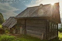Capanna agricola del ceppo del ` s, cabina di legno fatta dei ceppi Immagine Stock Libera da Diritti