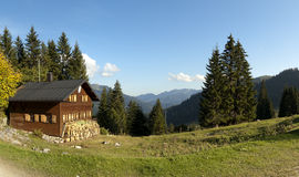 Capanna alle alpi europee Fotografie Stock